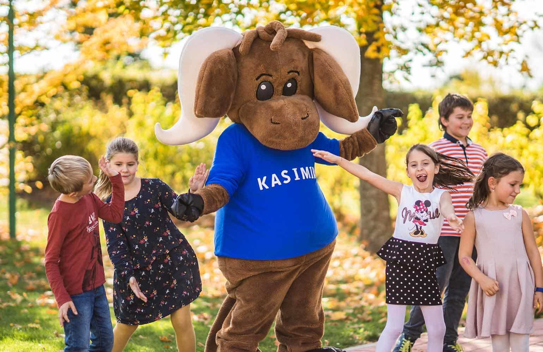 Kinder beim Tanzen mit Kasimir