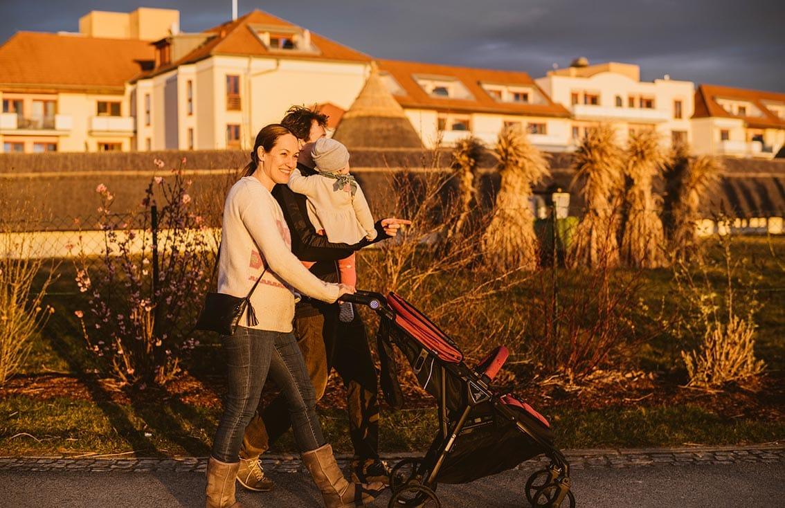 Spaziergang mit Kinderwagen durchs Reiters Reserve
