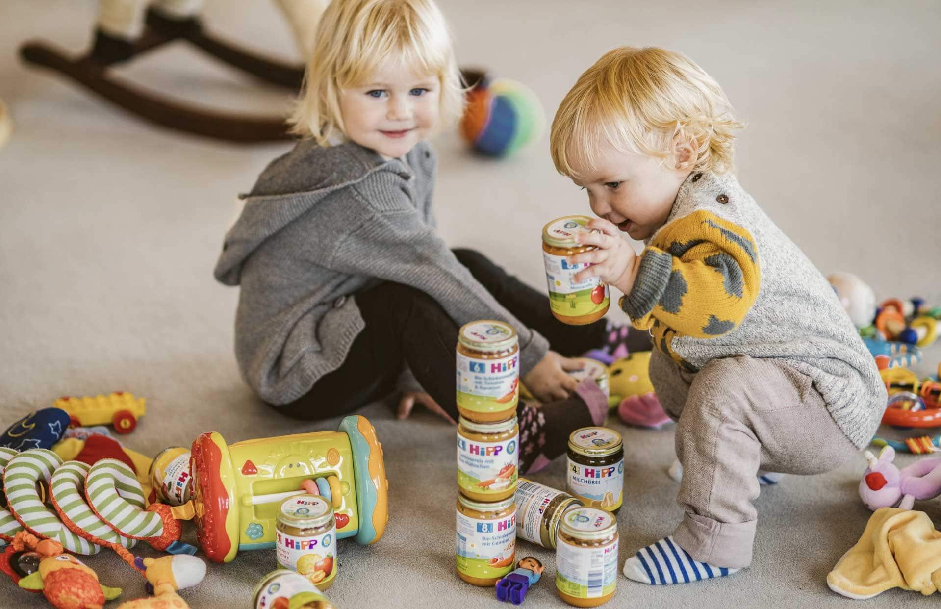 Babies beim Spielen