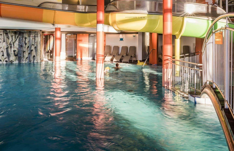 Indoor Pool mit Rutsche im Finest Family