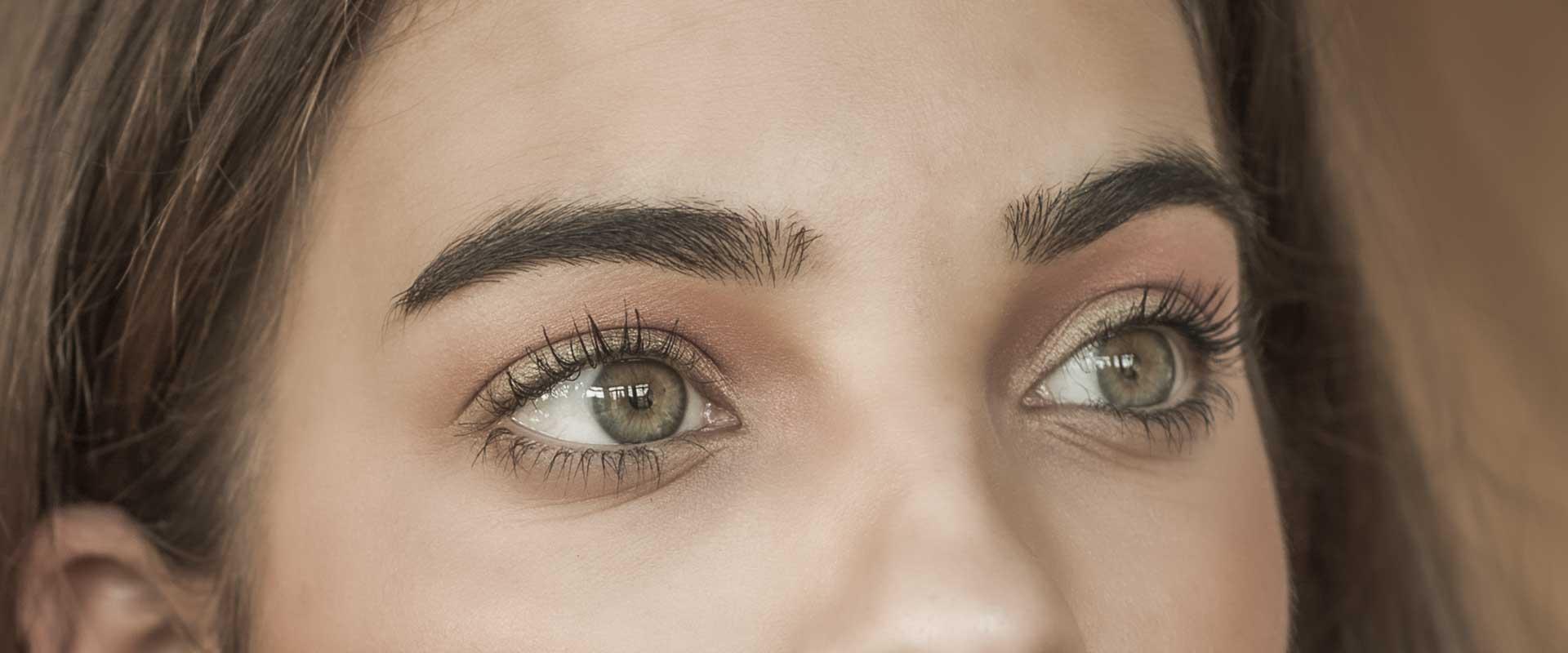grüne Augen einer Frau