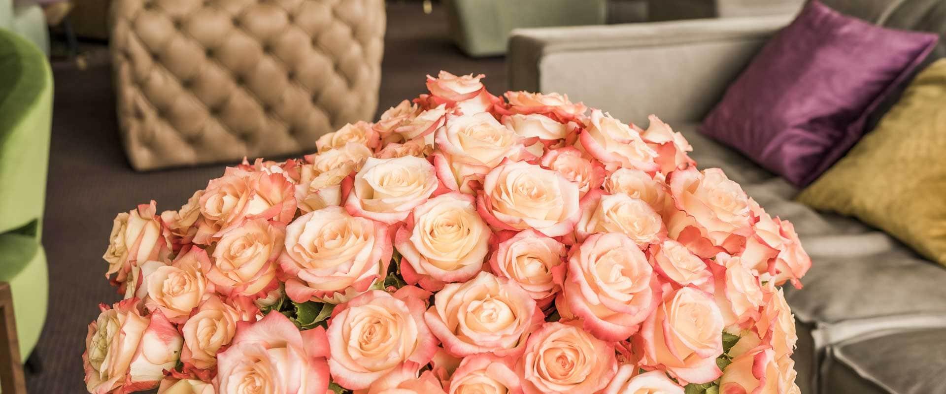 pfirsichfarbener Rosenstrauß