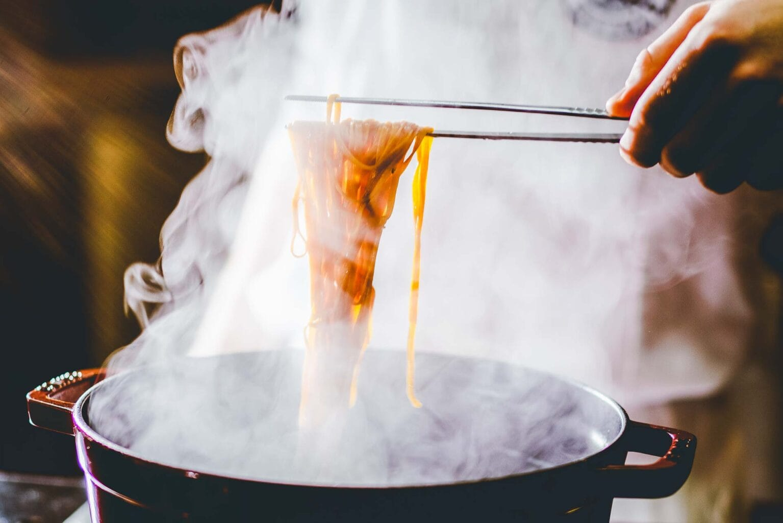 frisch gekochte selbstgemachte Nudeln