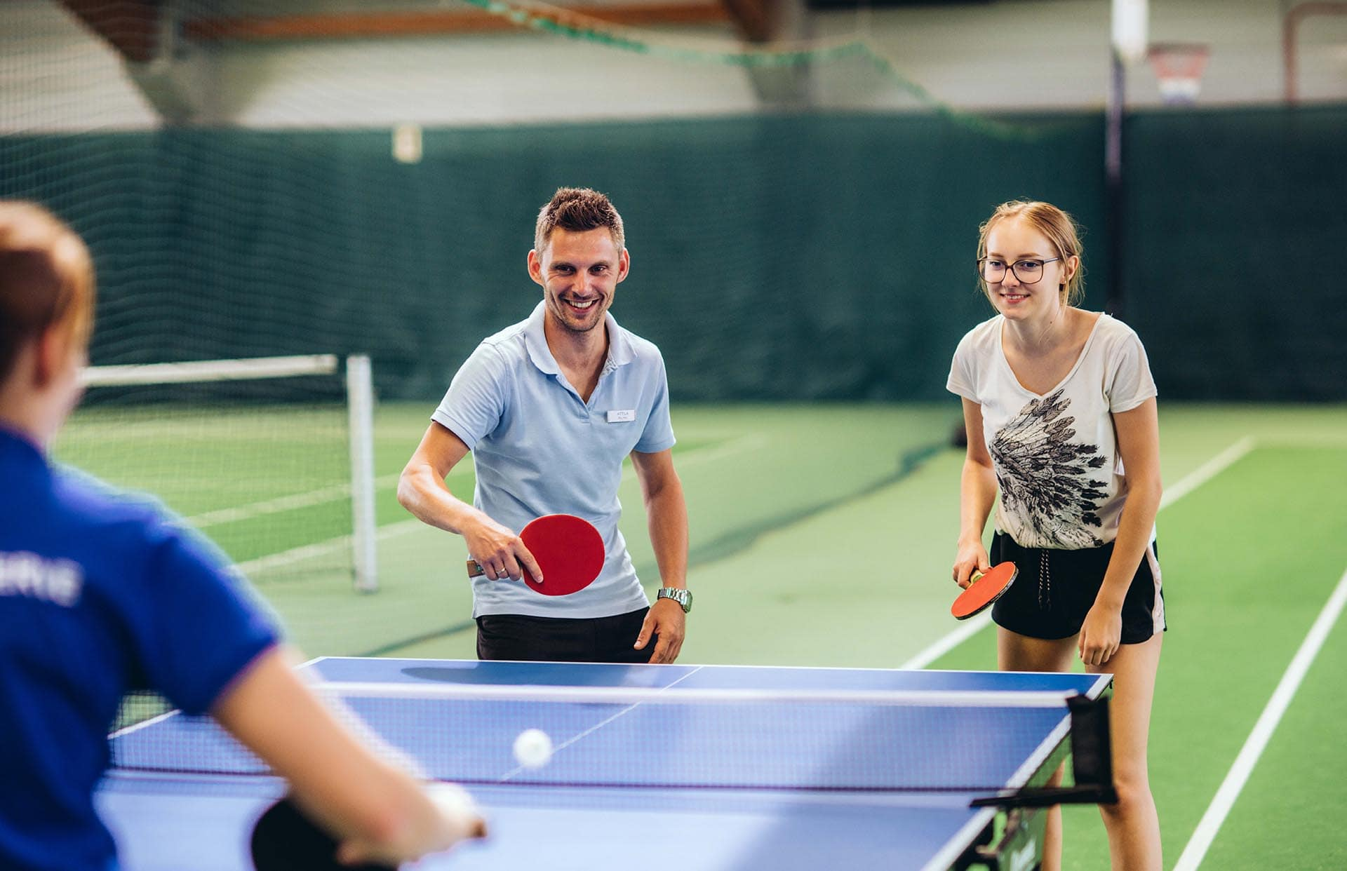 Kids beim Tischtennis in der Reiters Sport Arena
