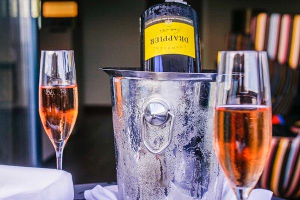gekühlter Rosé Champagner