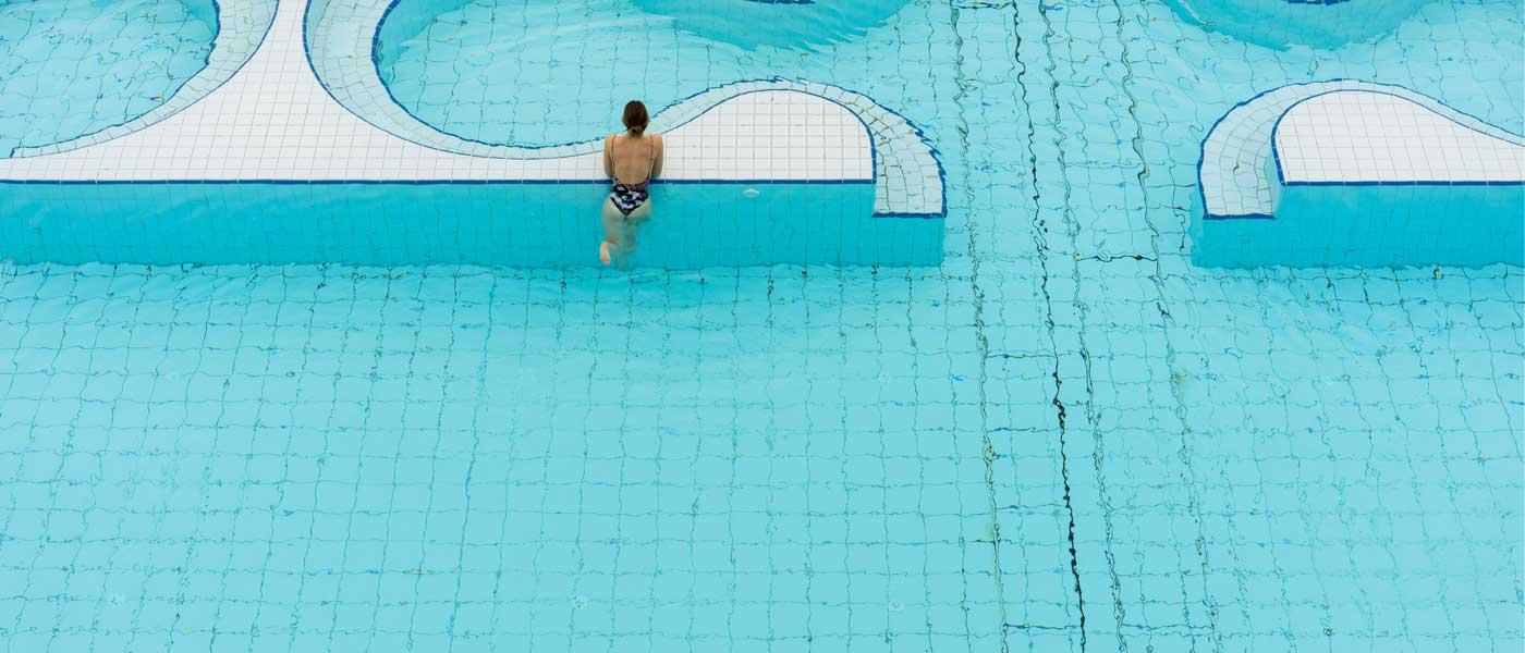 Pleasure Pool mit Schwimmerin