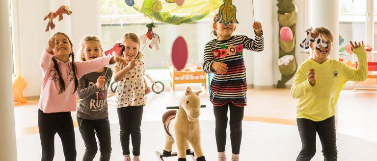 Kinder beim Spielen im Kinderclub