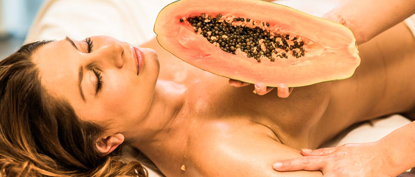 Massage mit Papaya