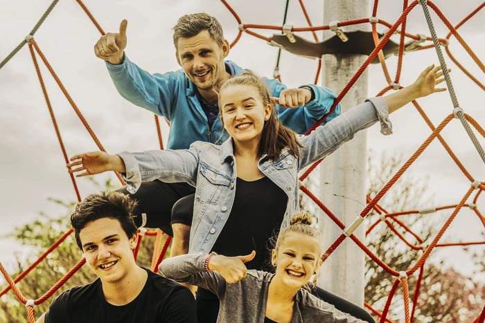 Jugendcoach Attila mit Dance Industry Mitgliedern