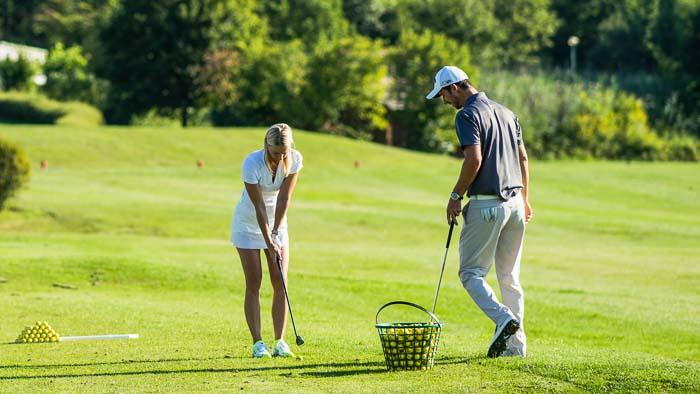 Golf Pro mit Golfer