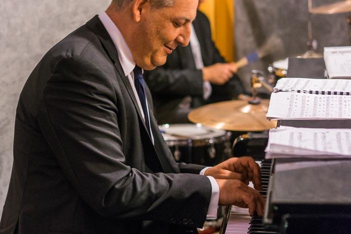 Pianist beim Piano spielen