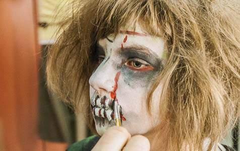 Kinderschminken an Halloween