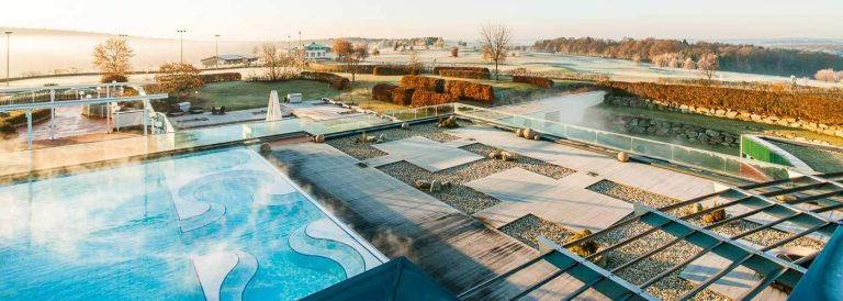 Supreme Outdoor-Pool im Winter