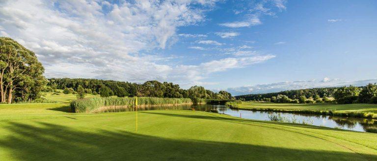 Großer Teich am Golfplatz